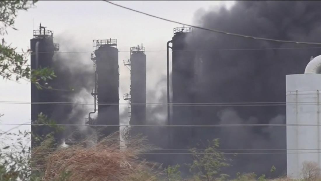 Regresan a casa las personas evacuadas por las explosiones de una planta petroquímica en Texas