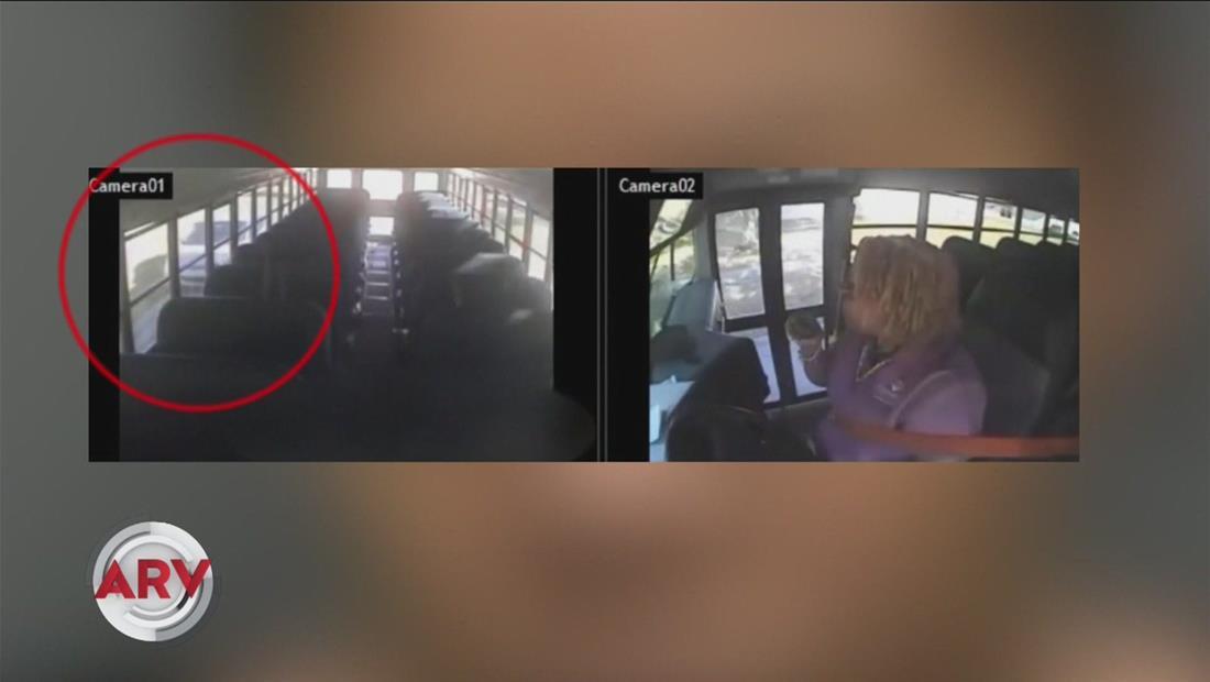 Mujer furiosa impacta el autobús escolar de su sobrino