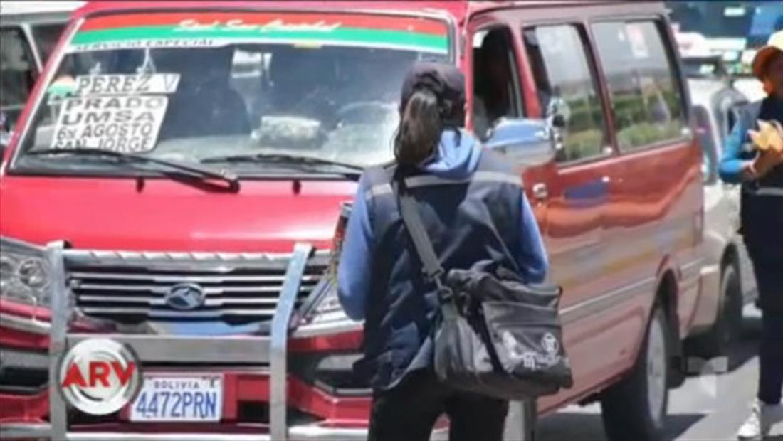 Vendedoras ambulantes aseguran que les quieren comprar a sus hijas