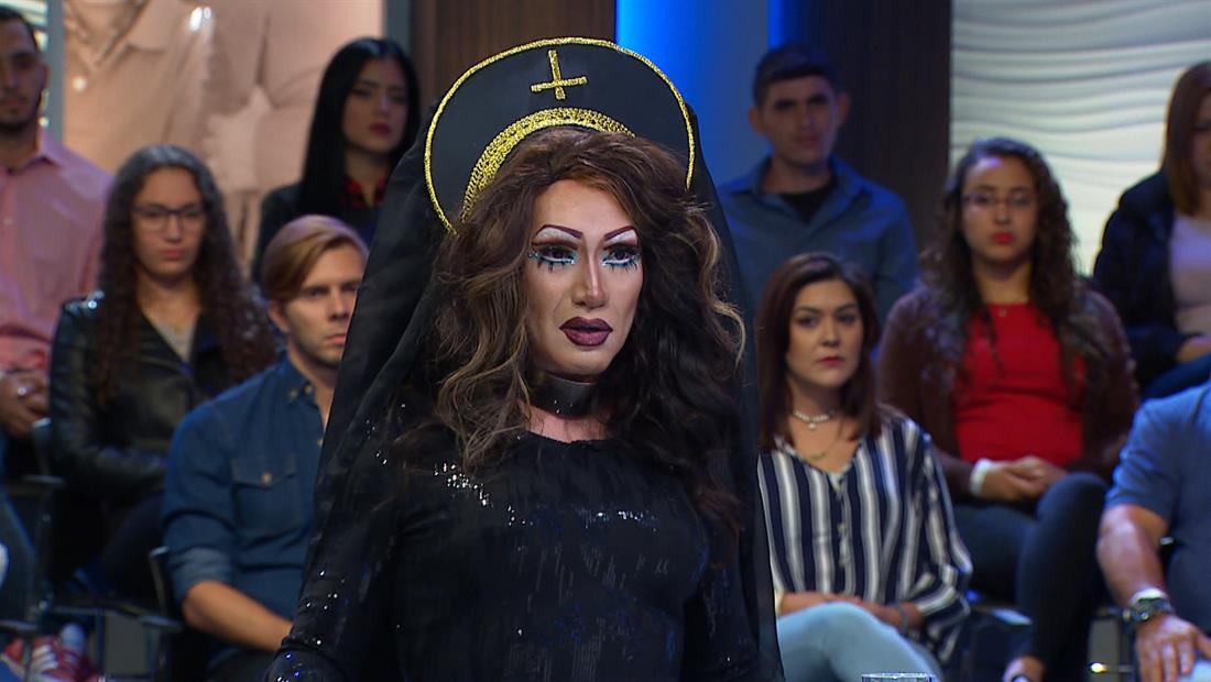 Drag Queen abusado