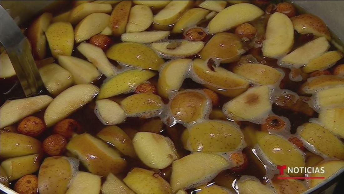 Así se prepara el tradicional ponche de frutas para deleitar tu paladar en estas navidades