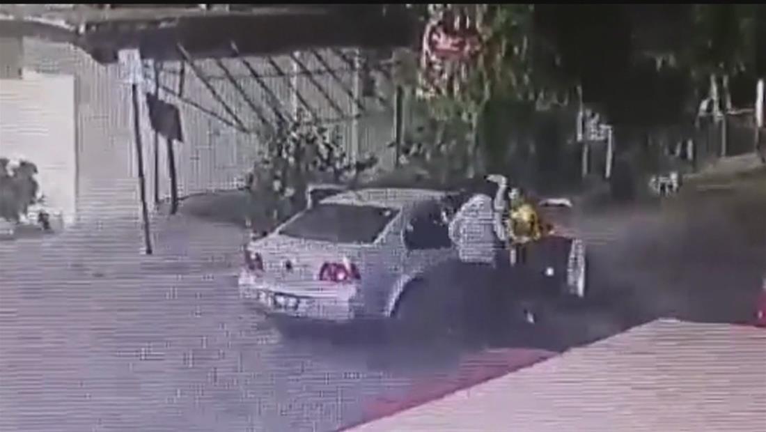 Hombre golpea sin piedad y arrastra a mujer en plena calle de México