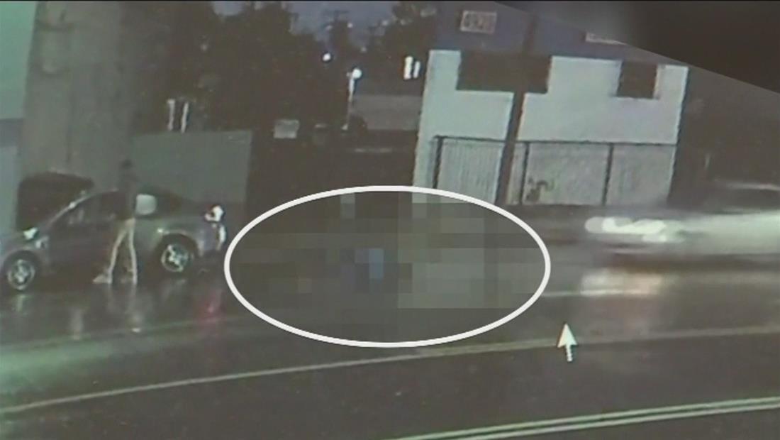 Hombre muere atropellado por tres autos para luego ser arrastrado por la calle