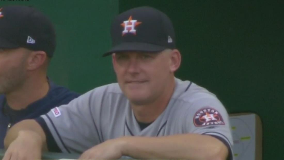 Despiden al dirigente de los Astros de Houston por el robo de señas
