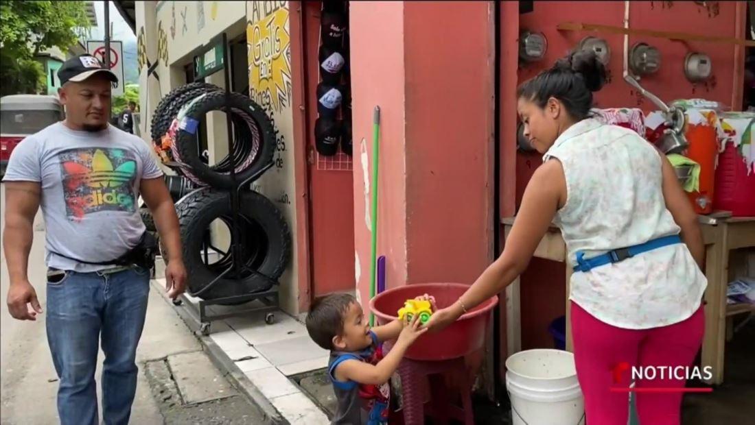 Familia hondureña muestra la vida después de la separación en la frontera