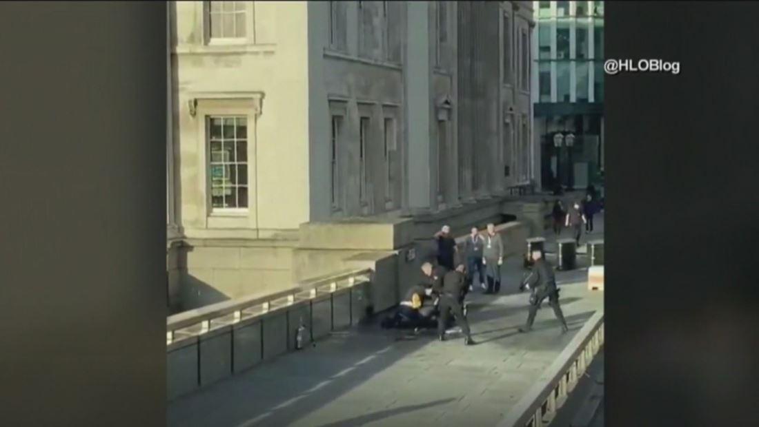 Ataque terrorista en el puente de Londres deja al menos dos muertos y varios heridos