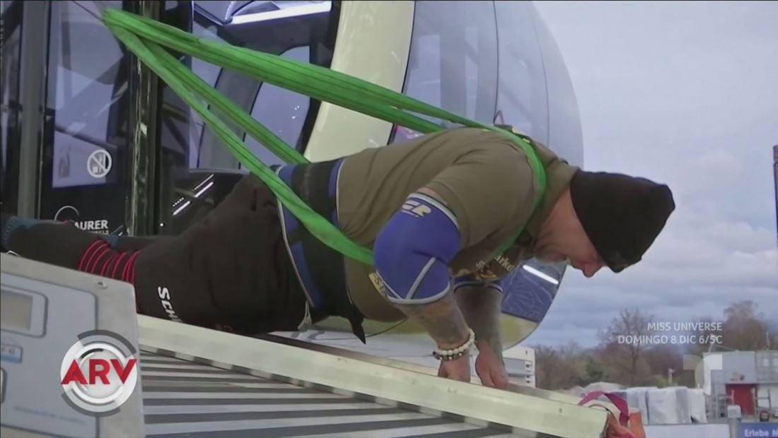 Atleta rompe récord mundial al mover noria con la fuerza de su cuerpo