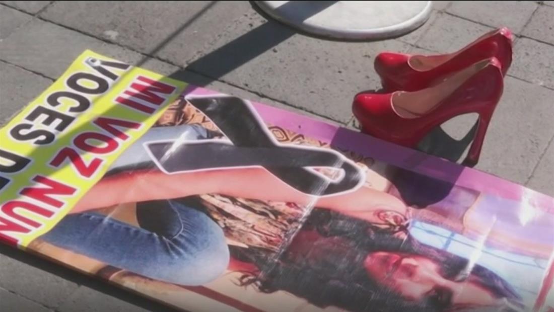 Cientos y cientos de zapatos rojos: así es la nueva protesta en México contra los feminicidios