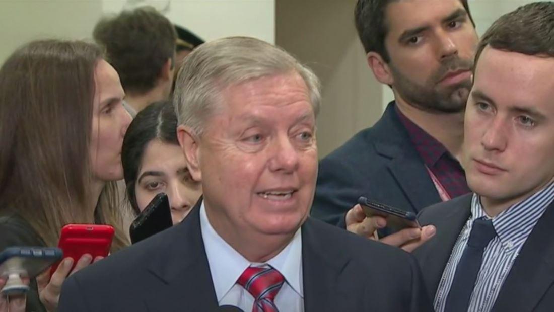 Republicanos moderados expresan interés en llamar a John Bolton como testigo en el juicio político