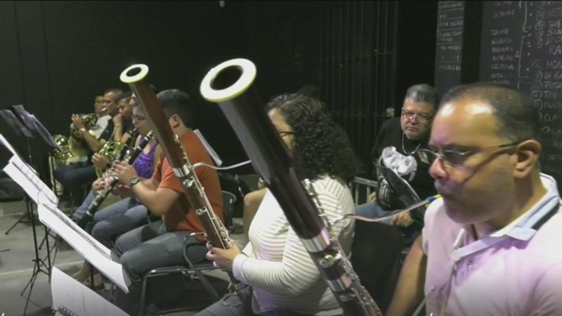 Más de 100 músicos venezolanos exiliados en Perú han formado la 'orquesta del migrante'