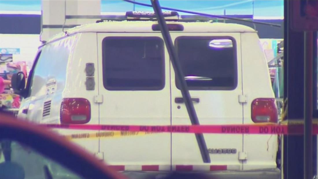 Camioneta se estrella contra conocida tienda de ropa repleta de personas