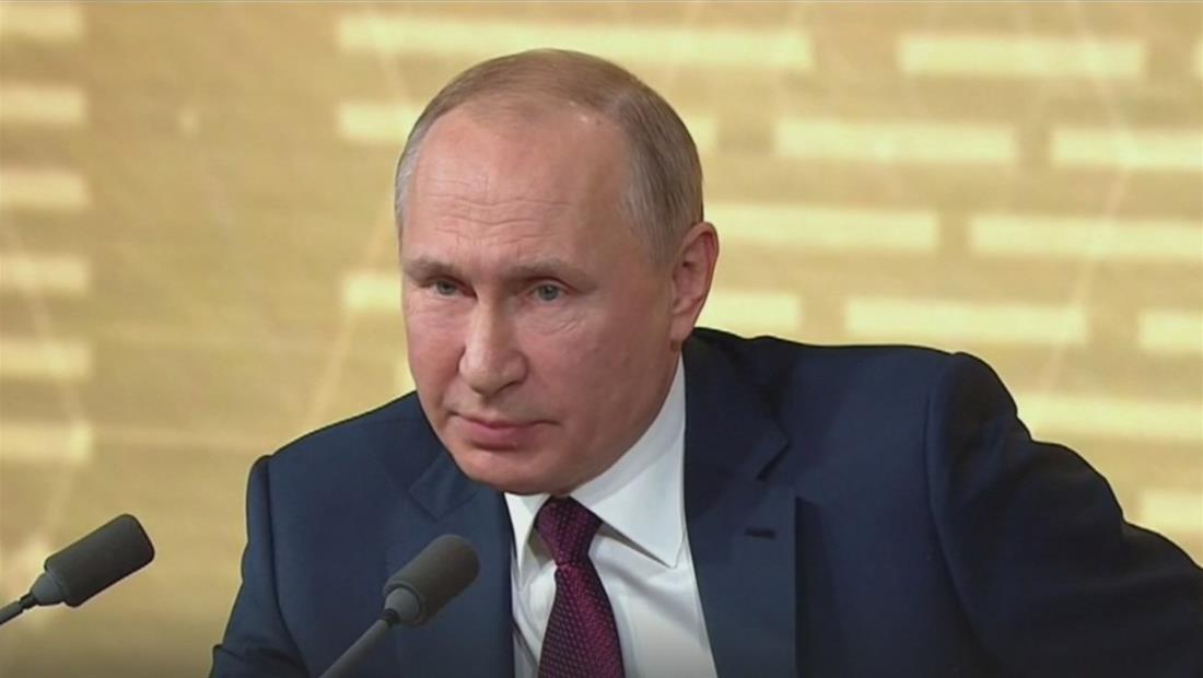 """Vladimir Putín defiende a Donald Trump y dice que el juicio político es un """"invento"""""""