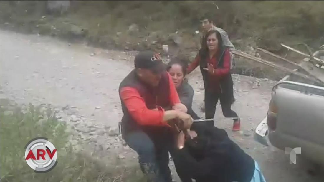 Capturan en video a un hombre que le cayó a machetazos a su familia