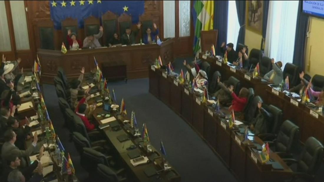 El senado de Bolivia aprobó la convocatoria de nuevas elecciones en el país mientras que recientes enfrentamientos dejan heridos