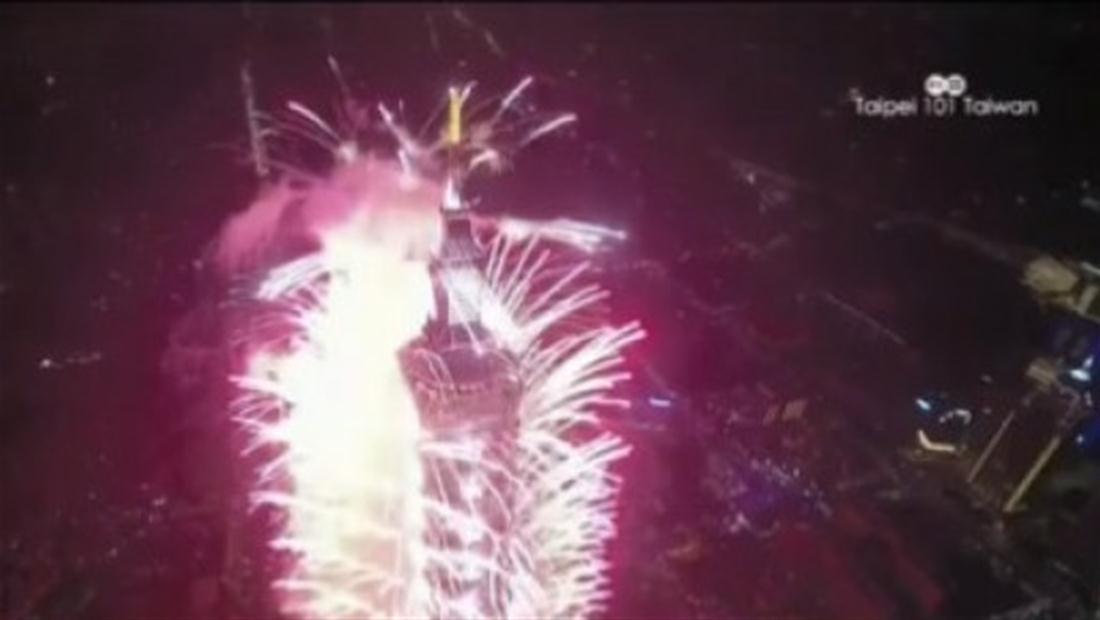 Con Fuegos artificiales recibieron el año nuevo en Bangkok