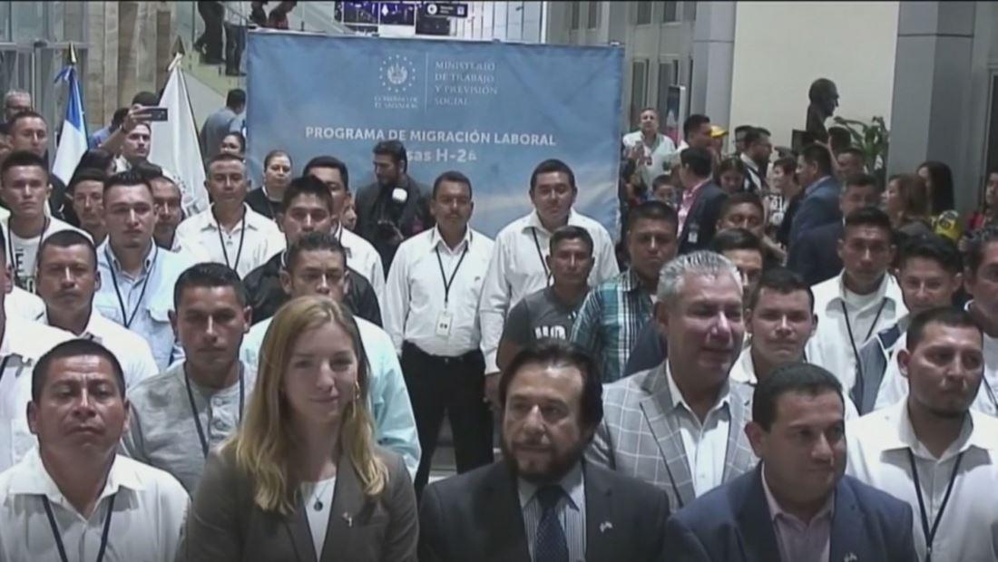 Salvadoreños del programa de visas temporales viajan a EE. UU. repletos de sueños por cumplir