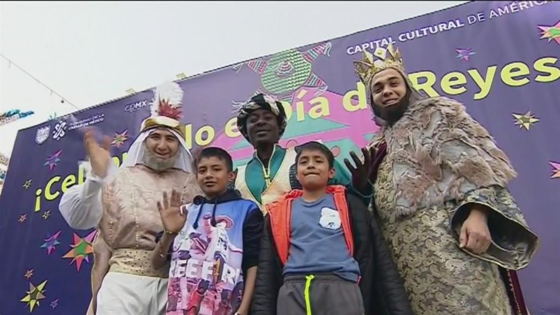 México celebra el Día de Reyes rompiendo mil piñatas