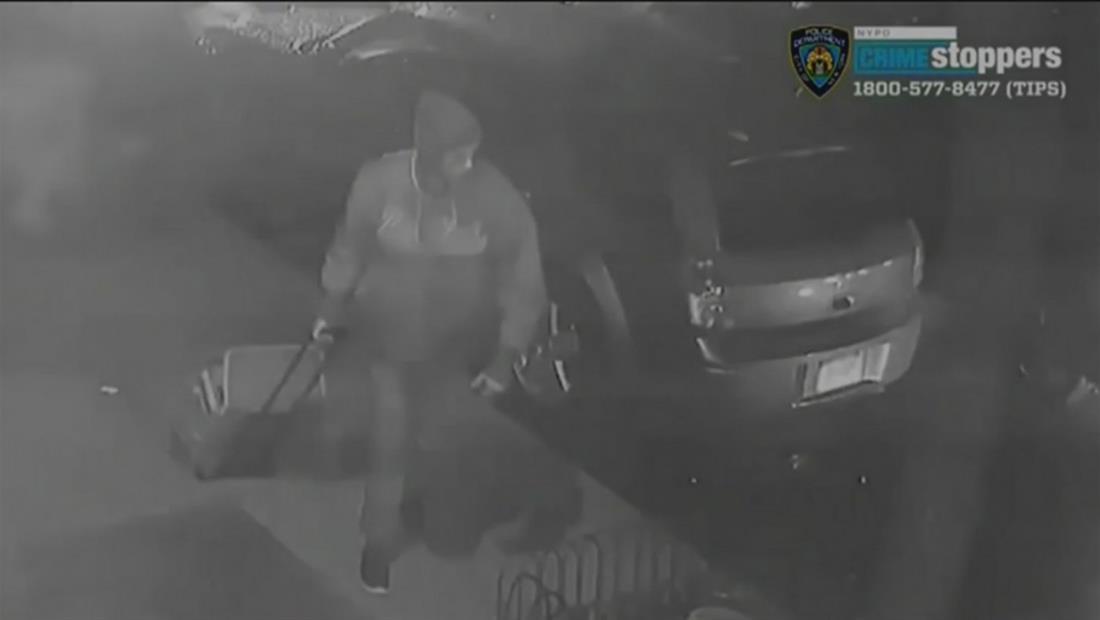 Hombre ataca con furia y con una maleta a una mujer de 63 años