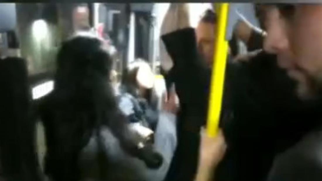 VIDEO: Estudiante enfrenta a hombre que grabó debajo de su falda