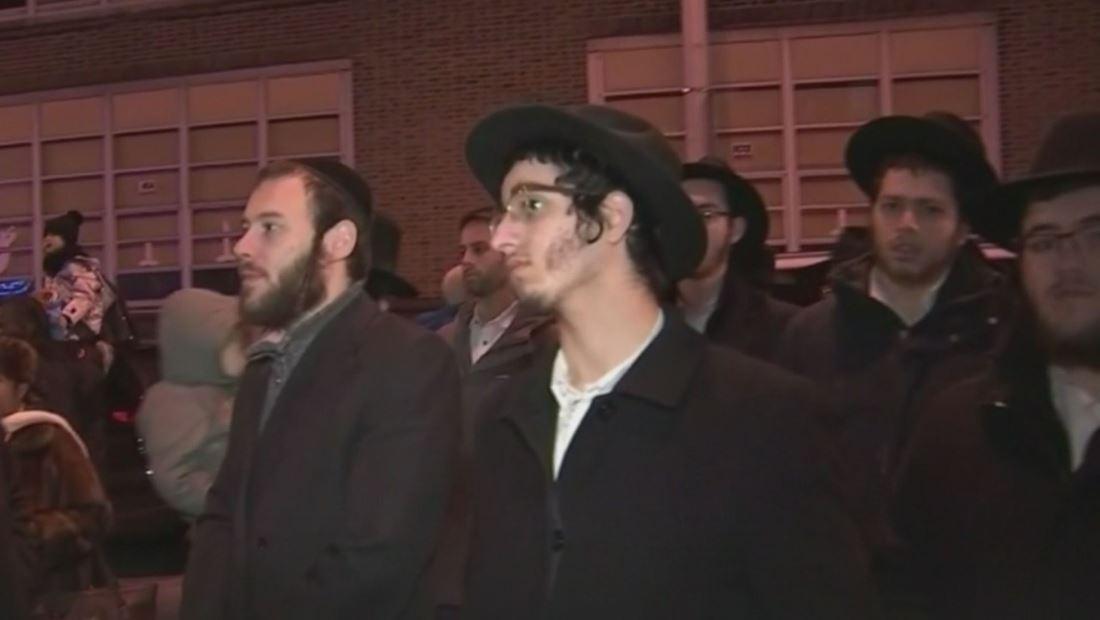 Tiroteo de Jersey City: Encienden menorá de Janucá en el supermercado judío donde murieron un policía y tres civiles
