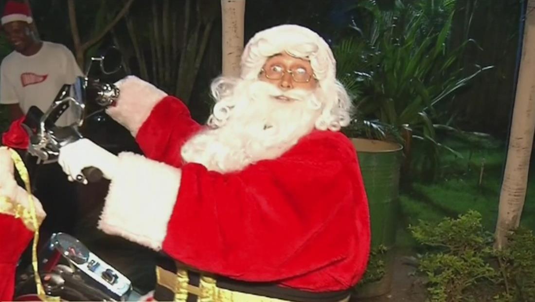 Santa Claus llegó en motocicleta a hogar de niñas en Santo Domingo