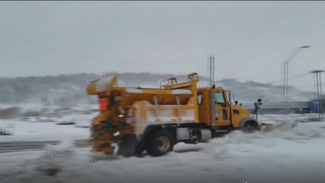 Carreteras congeladas, accidentes y muerte: tormentas invernales se extienden y amenazan a Boston y Nueva York