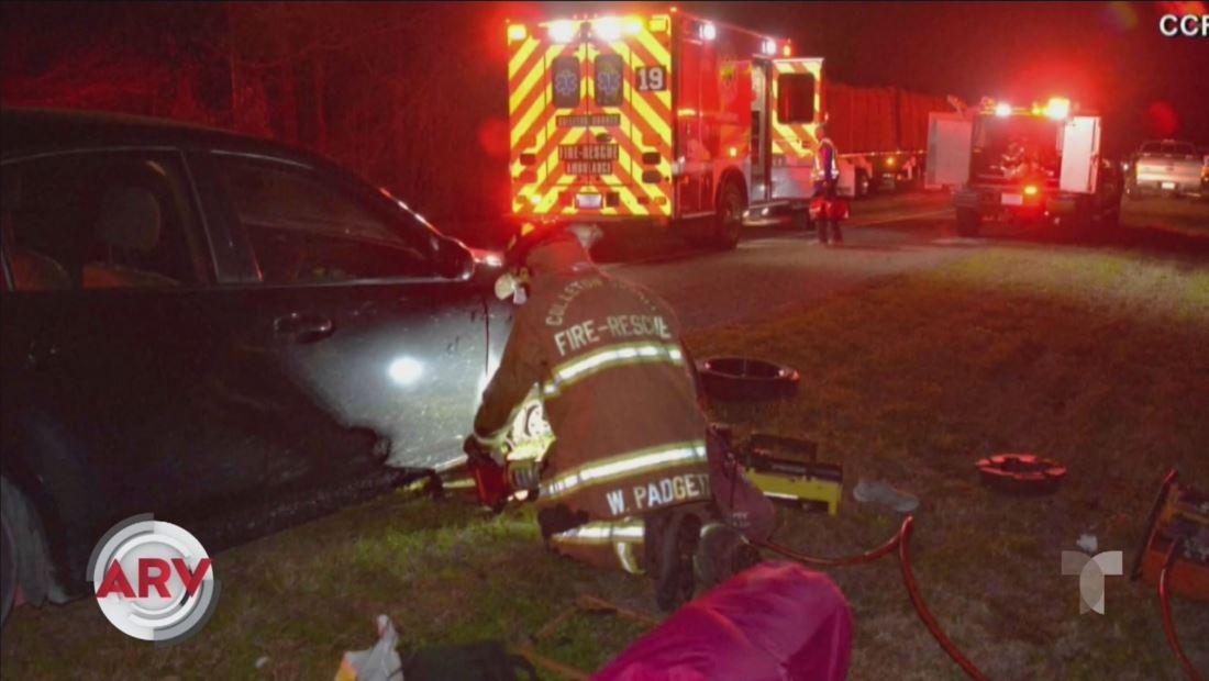 Mujer llama al 911 con dedos del pie cuando su carro le aplastó las manos