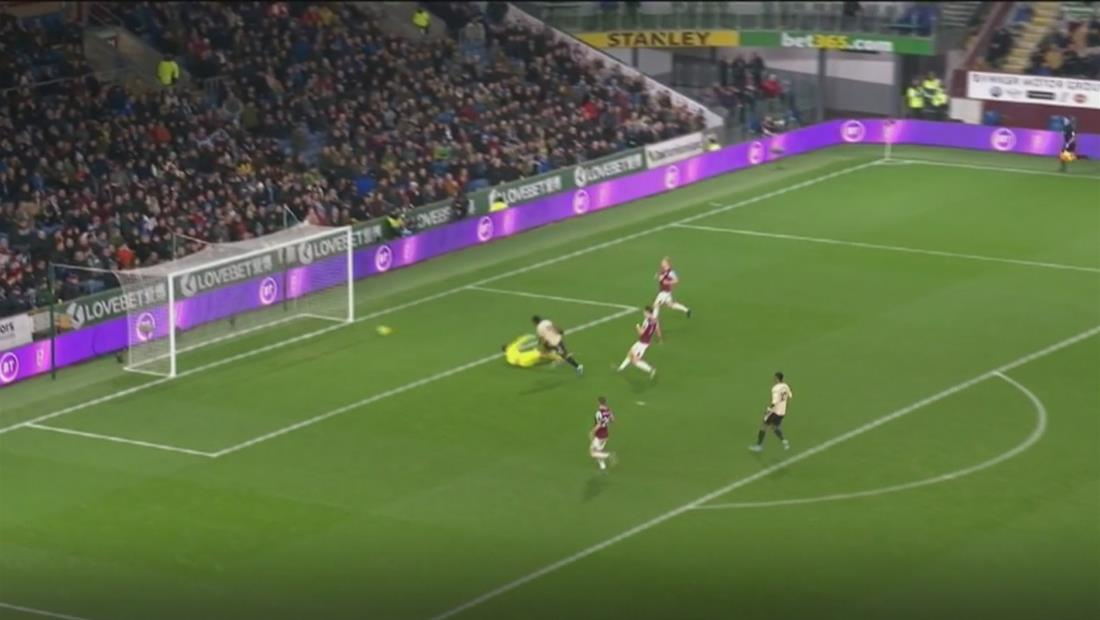 Manchester United se impuso por dos goles al Burnley