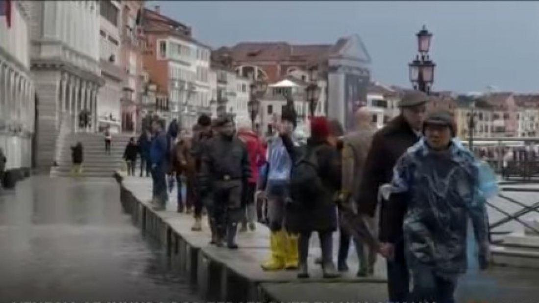 Continúan las inundaciones en Venecia dejando a residentes indignados