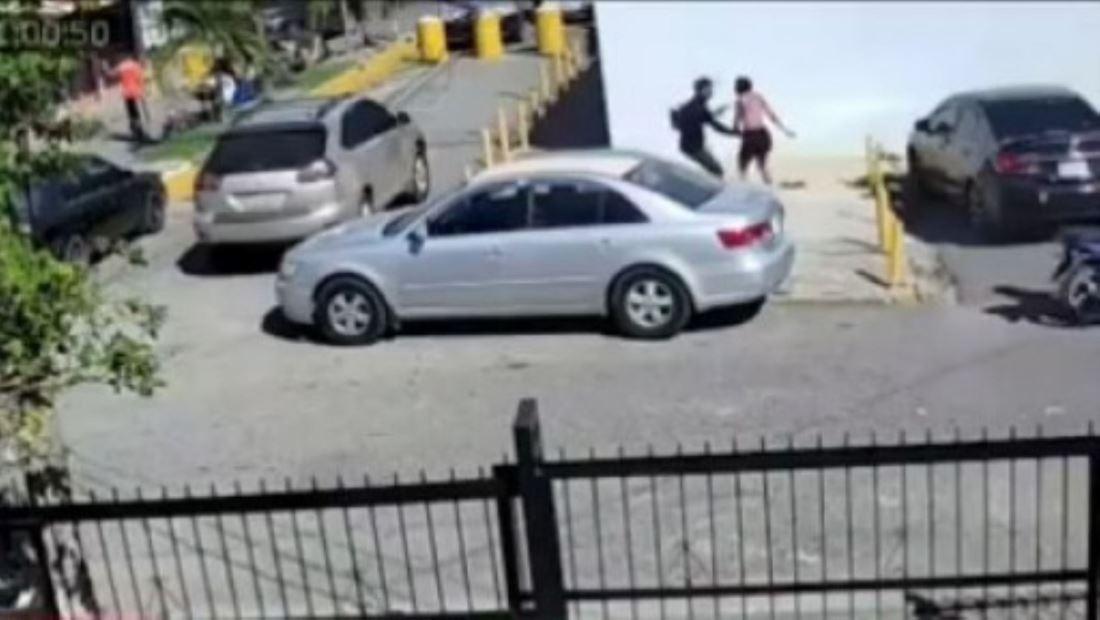 Joven dominicana se resiste a ser robada y es brutalmente golpeada