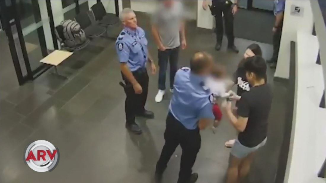 Bebé se atraganta y un policía lo salva con Maniobra de Heimlich