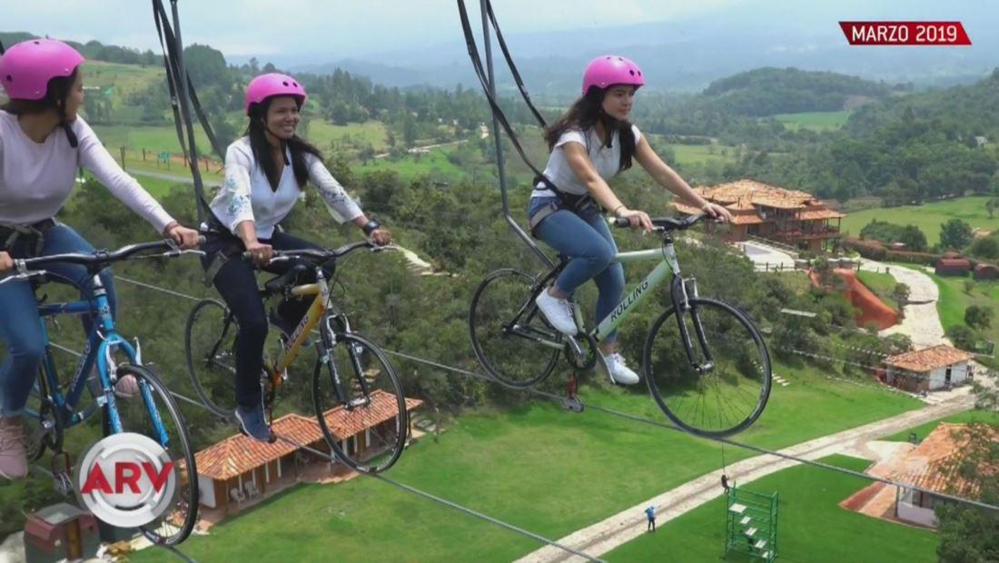 Bicicletas aéreas un dispositivo para ejercitarse a 164 pies de altura