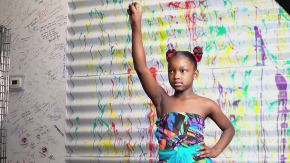 Una niña discriminada por su pelo recibió una sesión de fotos gratis