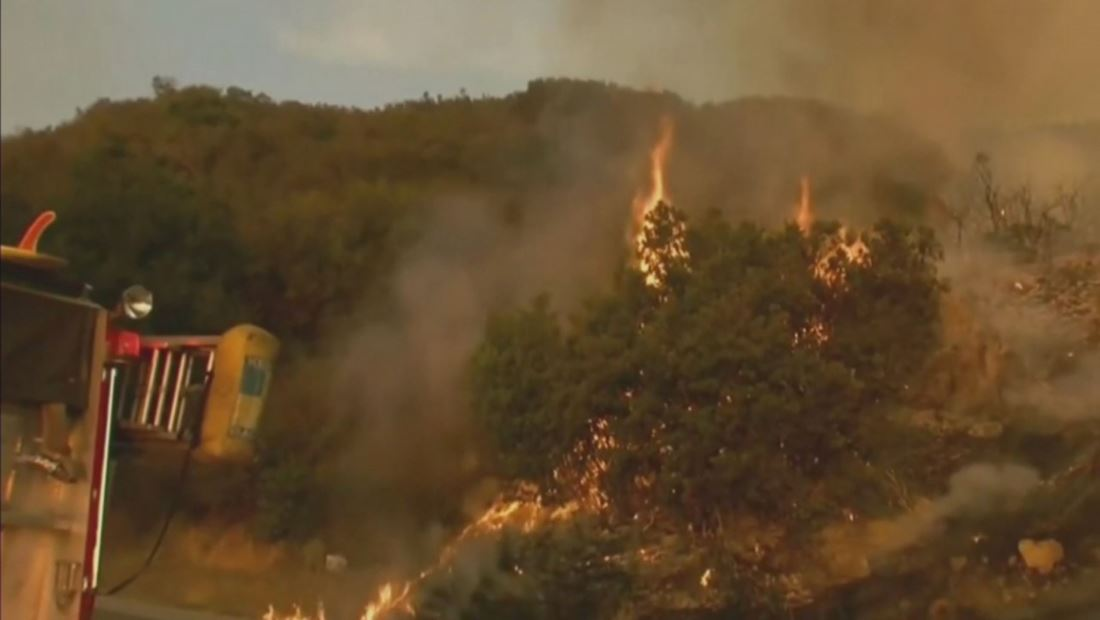 Nuevo incendio en California amenaza a miles de residentes un día antes de Acción de Gracias