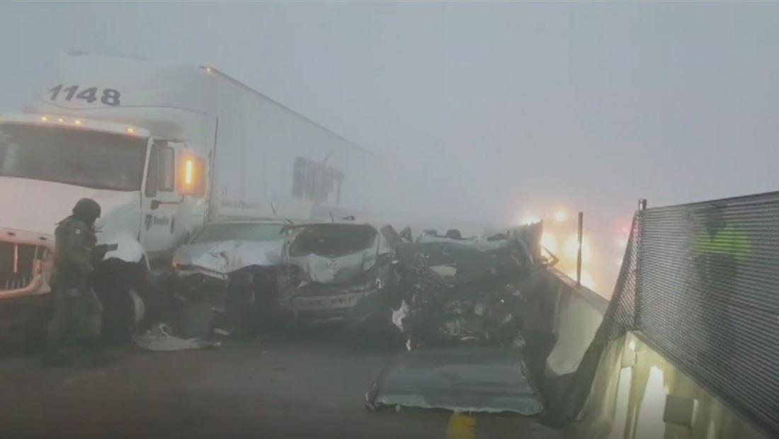 Aparatoso choque en cadena obliga al cierre de una autopista en México